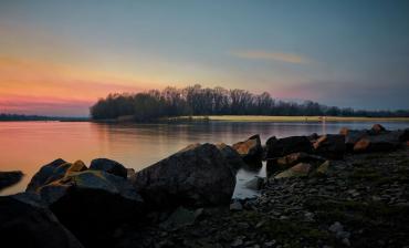 Нудистский пляж Довбычка на Трухановом острове, Киев