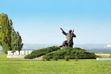 Памятник кобзарю