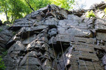 Прямовисна стіна каньйону Дениші