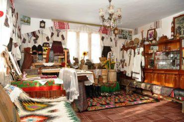 Музей-садиба Галинки Верховинки (Музей Вишиванки), Ільці
