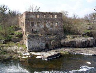 Руины мельницы 19 века, Буки