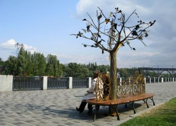 The Bench of Lovers and the Tree of Happiness