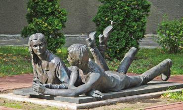 Cкульптура «Студенти», Київ