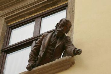 Пам'ятник винахідникам гасової лампи, Львів
