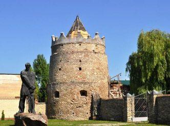 Летичевский замок (Доминиканский монастырь)