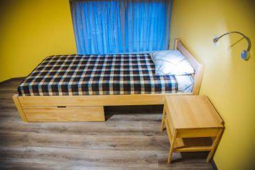 Односпальная кровать в общем номере