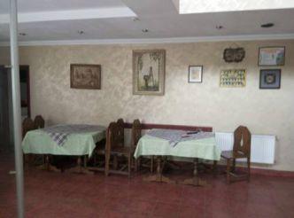 Кровать в общем 10-местном номере для мужчин и женщин