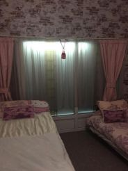 Односпальная кровать в общем номере для женщин