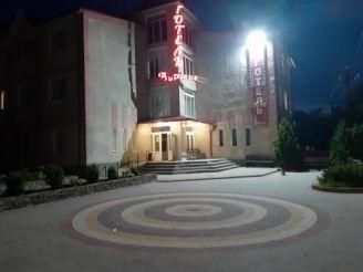 Готель Адріана
