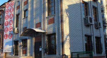 Хостел Orange розташований за 2 км від центру Харкова і за 2 хвилини ходьби  від станції метро і зупинки трамваїв