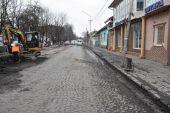 В закарпатской Иршаве вместо ремонта дороги откопали старую мостовую