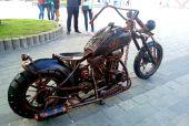 На набережній Дніпра встановили мотоцикл