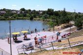 У Вінниці на міському озері облаштували пляж