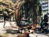 Столичный парк обзавелся оригинальными лавочками