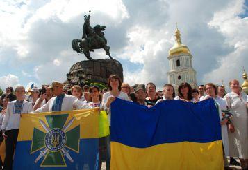 Юбилейный поход. Состоялся 20-й киевский Мегамарш в вышиванках