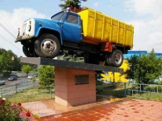 Памятник Мусоровозу, Киев