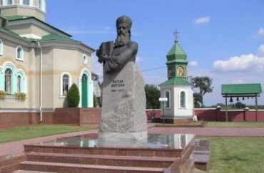 Church, a monument to the political and church leader Petro Mohyla, a floral clock, etc.