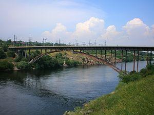 Арочный мост в Запорожье (прыжки на веревке)