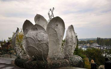 Скульптура «Бешеная капуста»