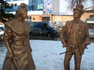 Памятник Голохвастову и Проне Прокоповне