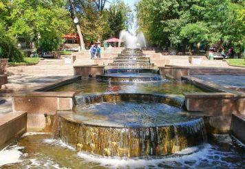 Каскад фонтанів у парку ім. Гагаріна