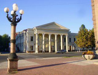 Художественный русский драматический театр