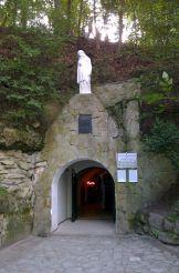 Страдецька печера, Страдч