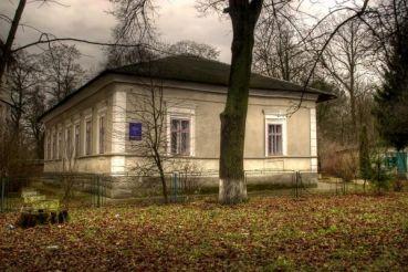 Музей-кімната Марійки Підгірянки, Тлумач