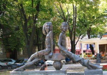 Sculpture of Peter and Gavrik