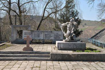 Пам'ятник радянським партизанам, Велеснів