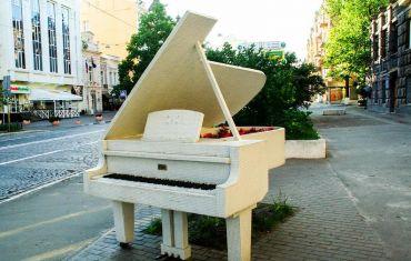 Памятник Шопену «Рояль в кустах», Киев